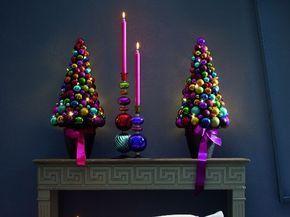 Künstlicher Weihnachtsbaum selber basteln – Idee mit Weihnachtskugeln