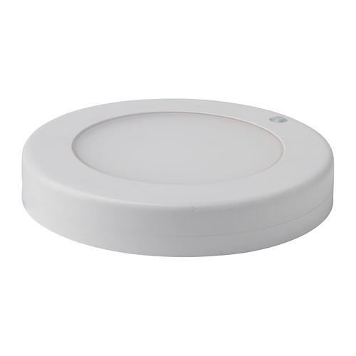 IKEA - STÖTTA, Led-katto-/seinävalaisin, , Paristokäyttöisyytensä ansiosta helppo sijoittaa haluttuun paikkaan, sillä sähköasennusta ei tarvita.Syttyy ja sammuu automaattisesti liiketunnistimen ansiosta.Luo hyvän yleisvalon ja sopii mainiosti esim. keittiön kuivatavarakaappiin, varastotiloihin ja vaatekaappeihin.Led-lamput kuluttavat jopa 85 % vähemmän energiaa ja kestävät 20 kertaa pidempään kuin hehkulamput.