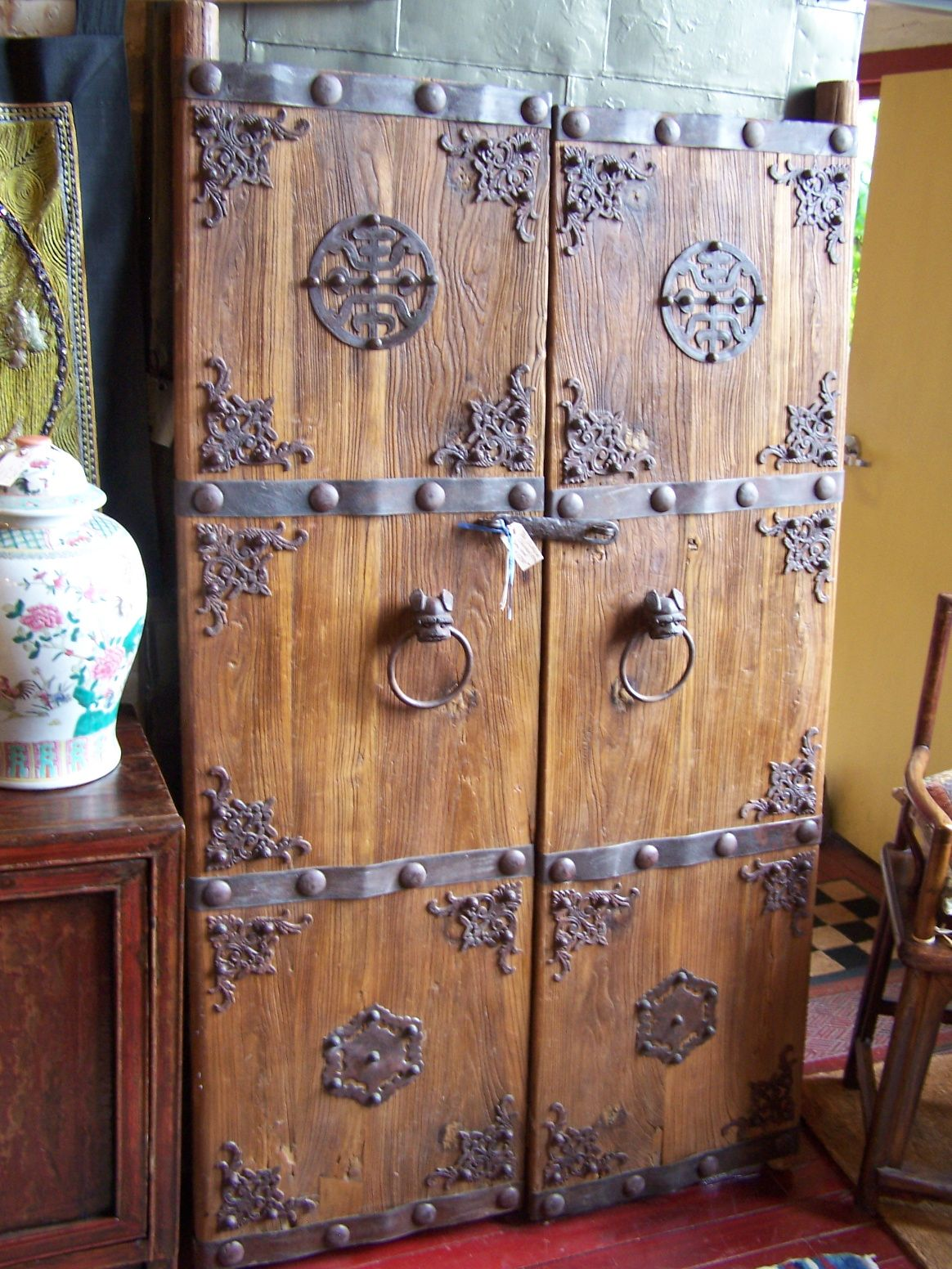 Chinese Antique Dinner Wear Chinese Pair Of Wooden Gate