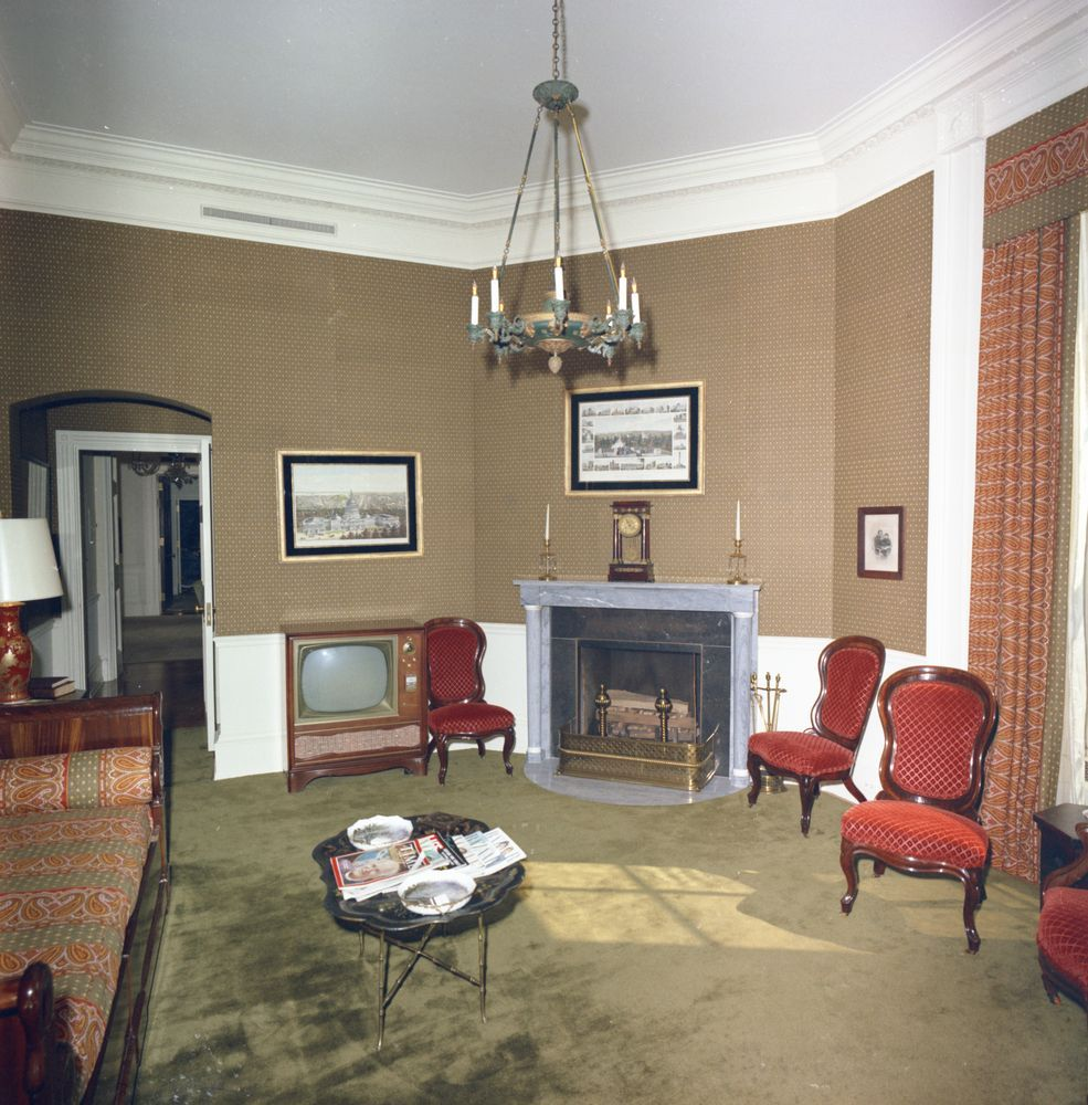 Lincoln Sitting Room White House Rooms Inside The White House White House Interior