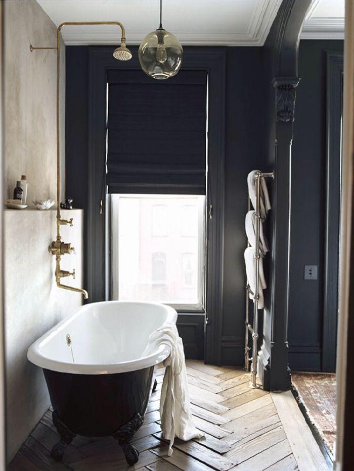 Bañera patas   Paredes negras, Pared negra, Remodelar baños