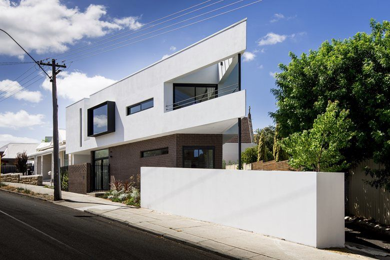 Mount Lawley House is the architects own home, built on a 180m2 triangular lot. This challenging site also has the busy Vincent Street to its north, and a 1.5m sewer easement to the rear boundary. Regardless, this prime location is wedged between...