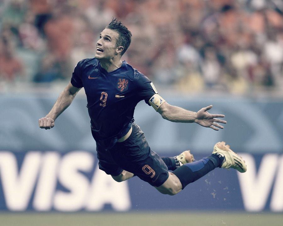 Robin Van Persie Flying Dutchman Scores A Stunning Diving Header Against Spain In World Cup 2014 Robin Van Persie Van Persie Messi And Ronaldo