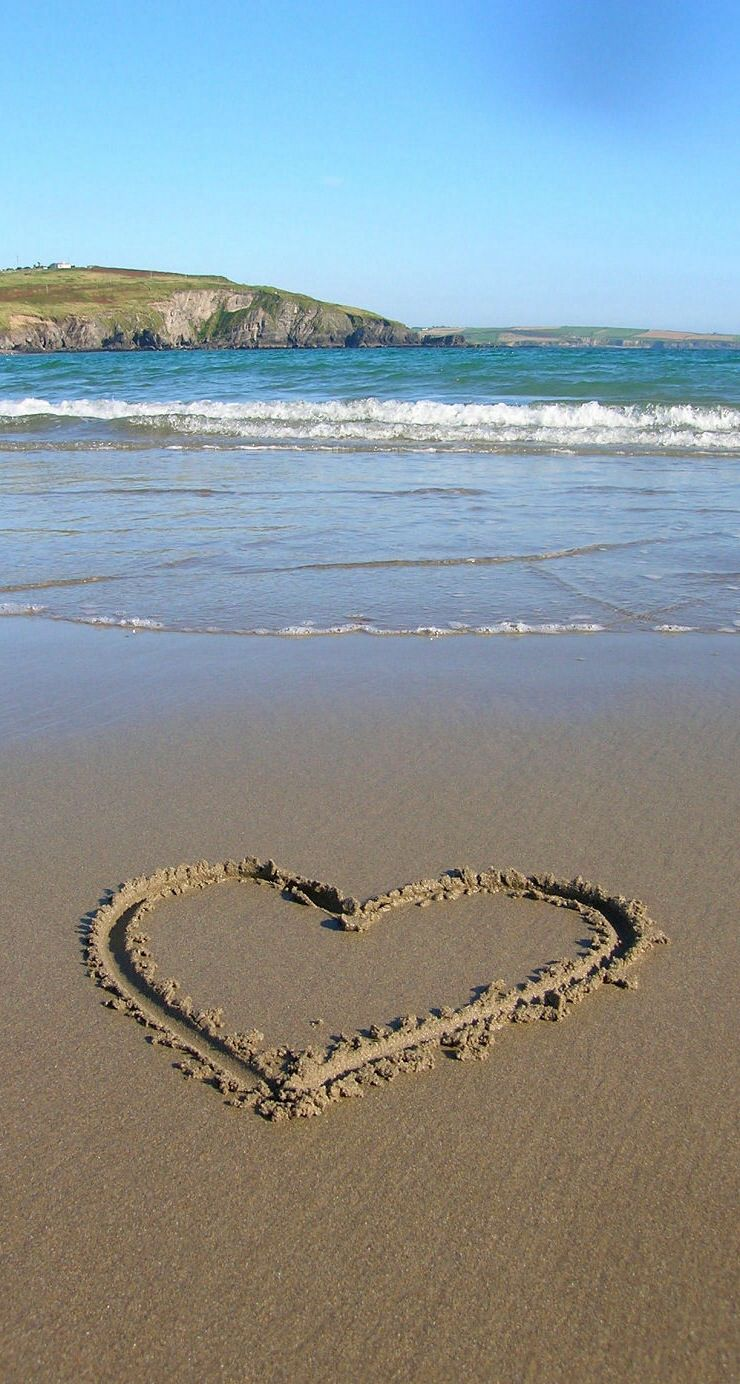 A heart drawn in the sand at the beach! | My Hearts ...