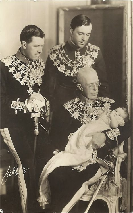 Prince Carl Gustaf was a baby. His great-grandfather King Gustaf V was sitting. Prince Carl Gustaf's grandfather Crown Prince Gustaf Adolf (left). Prince Carl Gustaf's father Prince Gustaf Adolf (right).