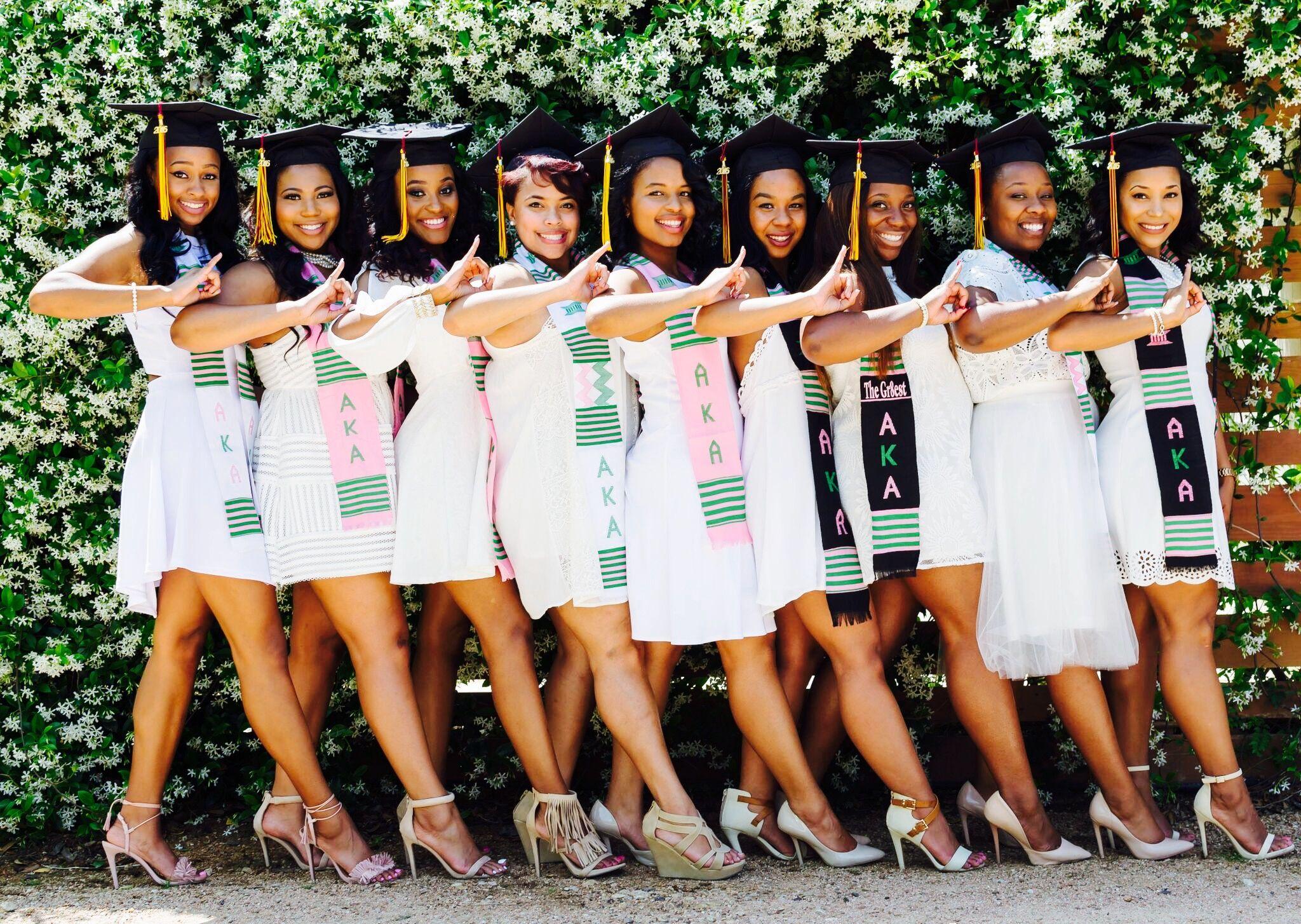 325b60338e14e Texas State University Alpha Kappa Alpha Sorority Incorporated Graduates  Group Picture Ideas #AKA #GraduationPictures #BlackWomen #Graduates  #GroupPictures ...