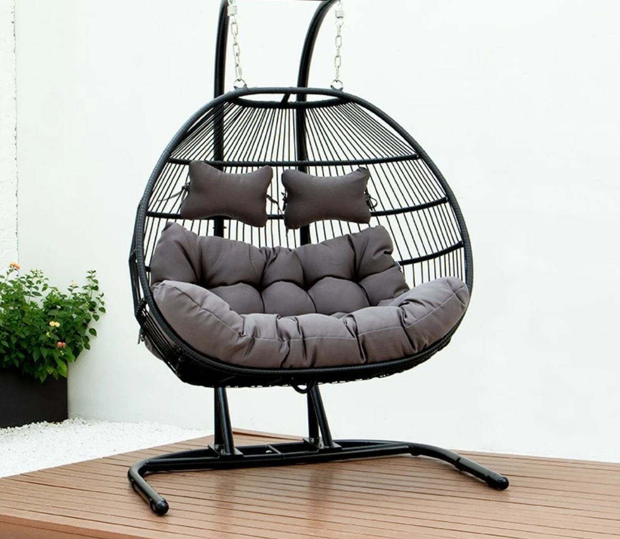 Hanging egg shaped swing seat. Egg shaped seat includes