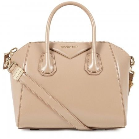 Add this @Givenchy Antigona tote to my Xmas list. Classy + effortless. #bagporn ~