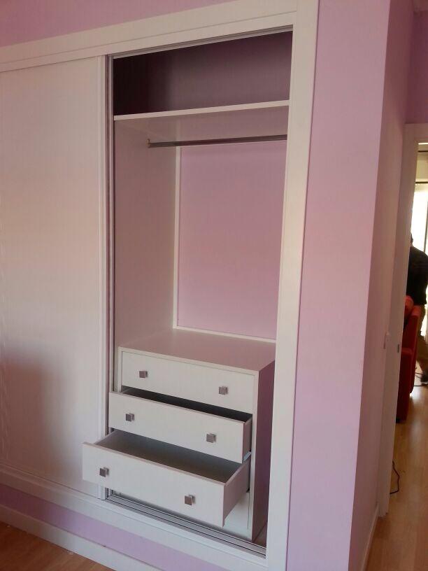 Interior armario sin forrar pared baldas barras y - Cajonera interior armario ...