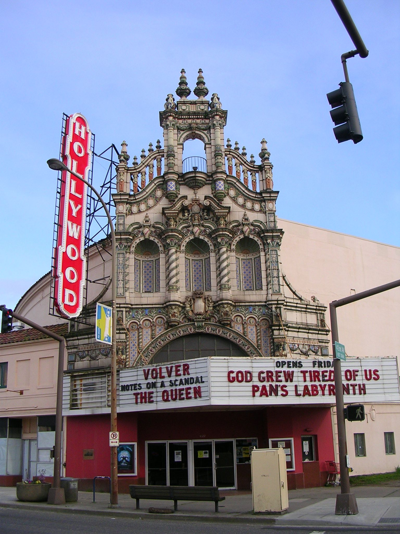 theaters portland or the hollywood theatre is a central historical point of the