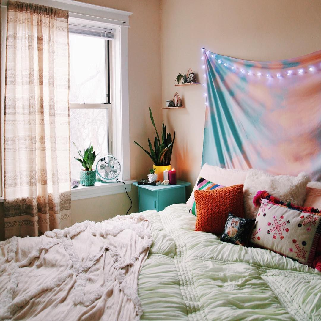 Window above bed ideas  bedroom goals  uohome urbanoutfitters barbieroadkill  room