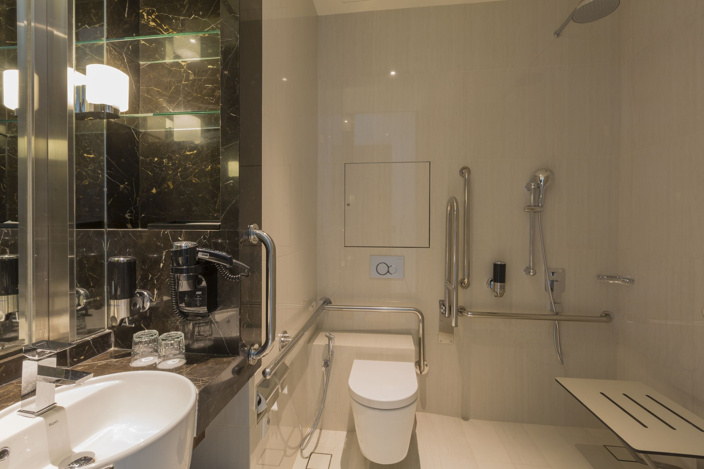 Wheelchair Accessible Bathroom Holiday Inn Express