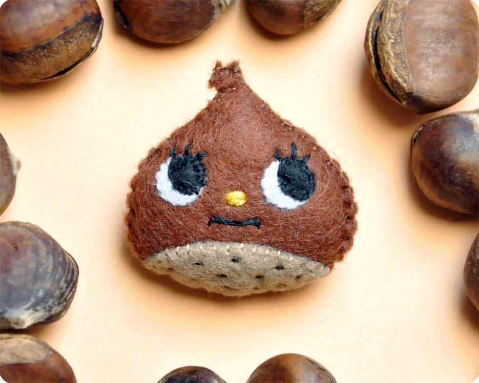 Chestnut felt brooch.