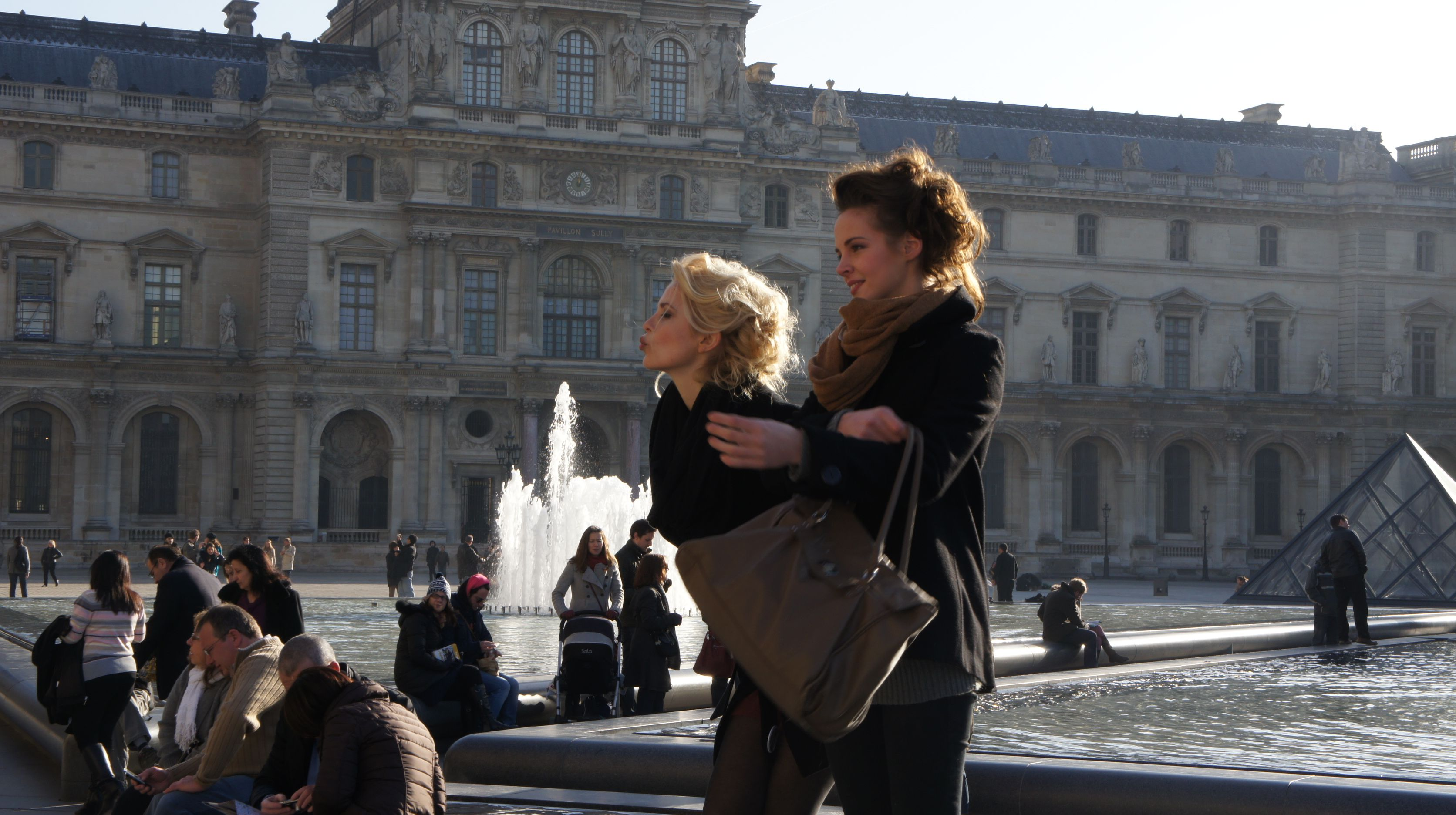 French Girls - Louvre