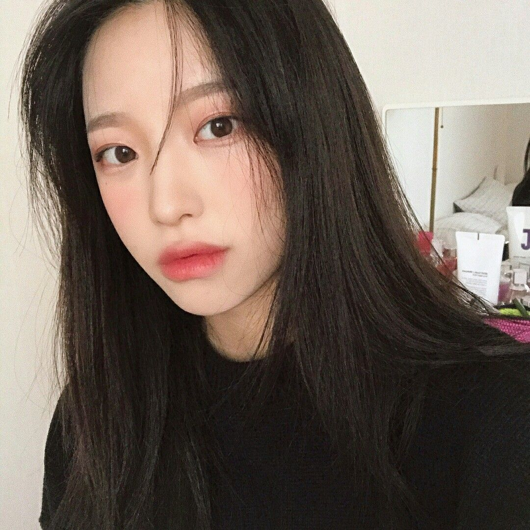 Aesthetic Korean Girl Selfie