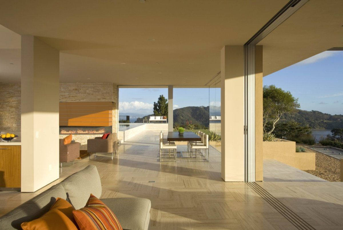 Interior/exterior overflow at the Garay House in Tiburon, California USA by Swatt Miers Architects
