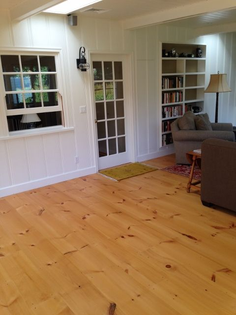 The Homeowner Finished The Wide Pine Floor With Shellac - Grenen Vloer In Keuken