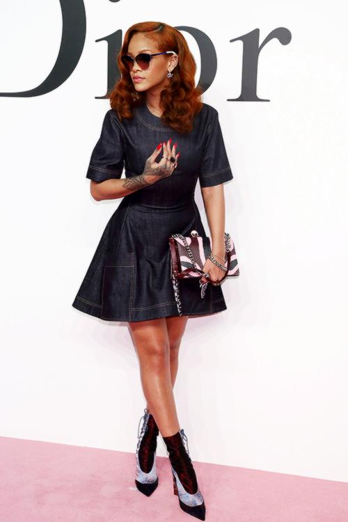 pin rihanna dresses on - photo #11