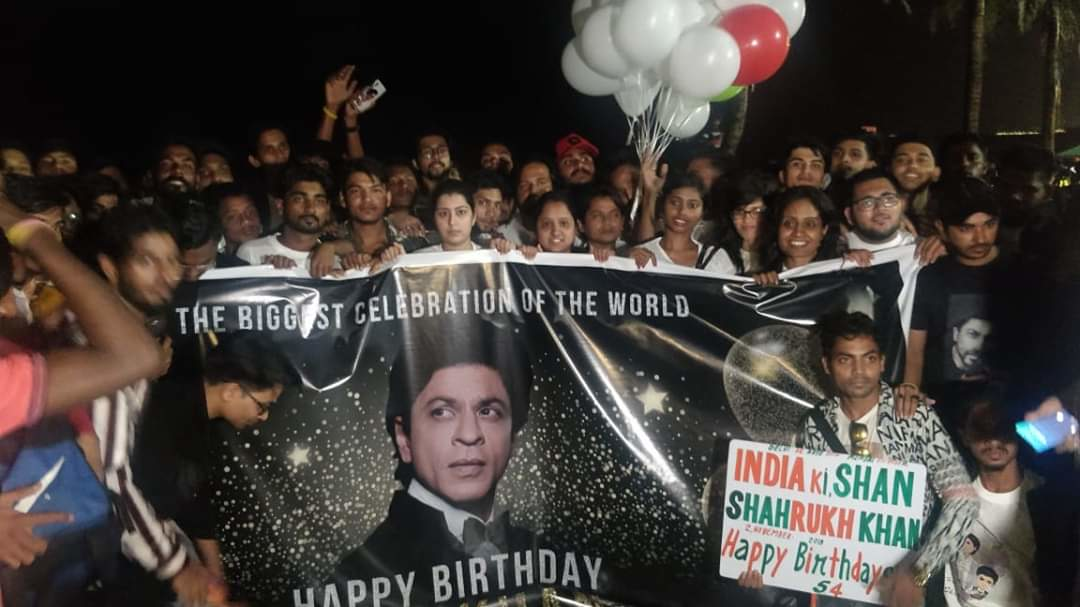 Photos Shah Rukh Khan Fans Outside Mannat Waiting To Wish