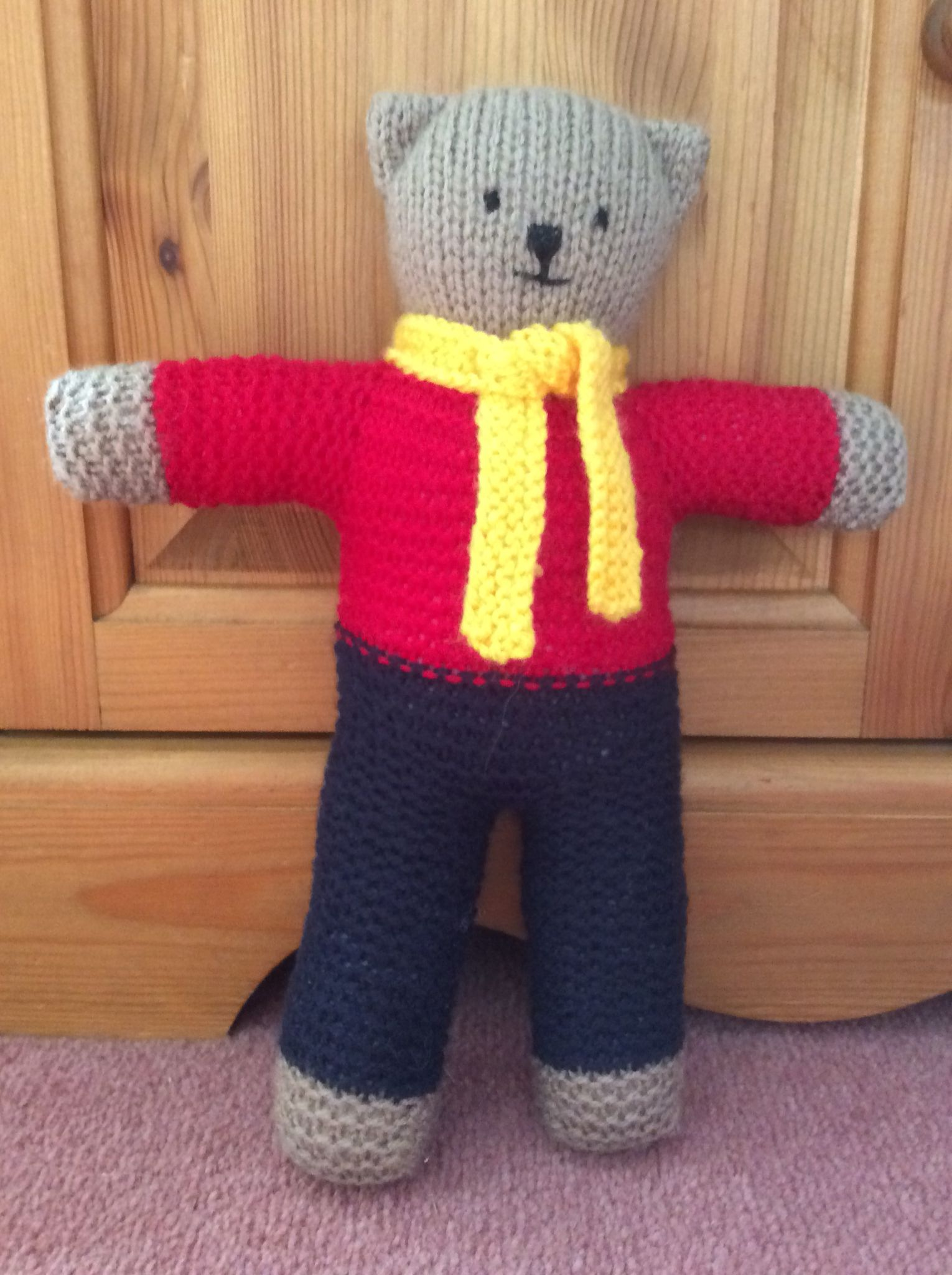 My first knitted trauma teddyhes rather cute knitting easy knitting bankloansurffo Choice Image