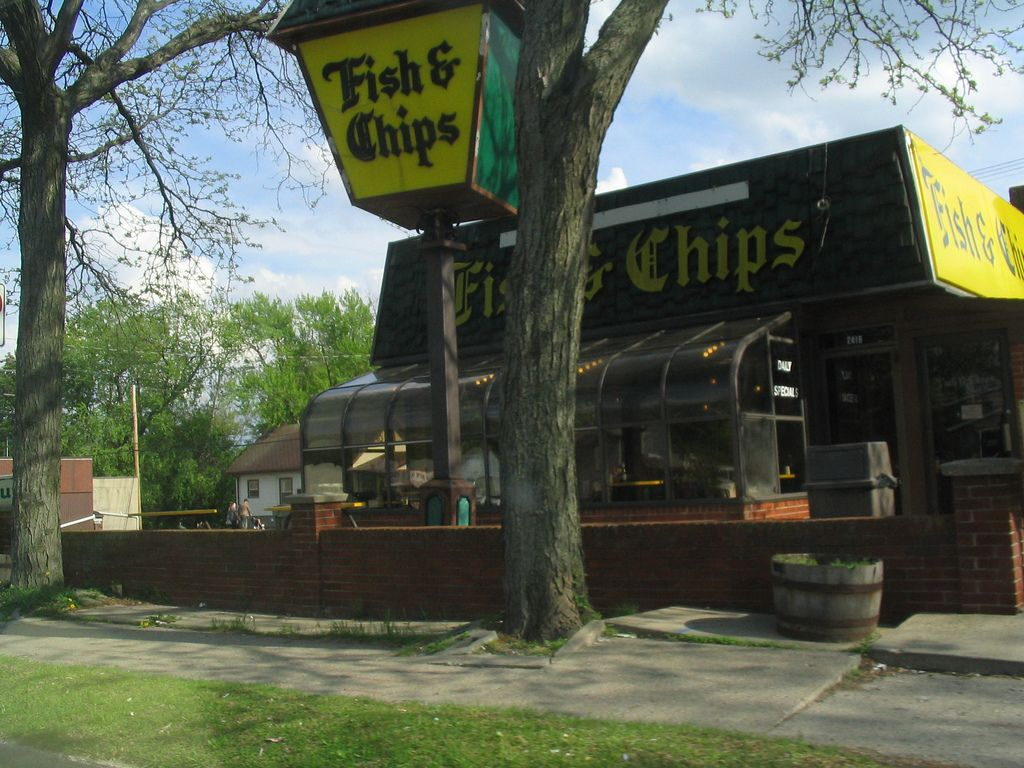 Fish chips formerly arthur treacher 39 s fish chips for Fish fry lansing