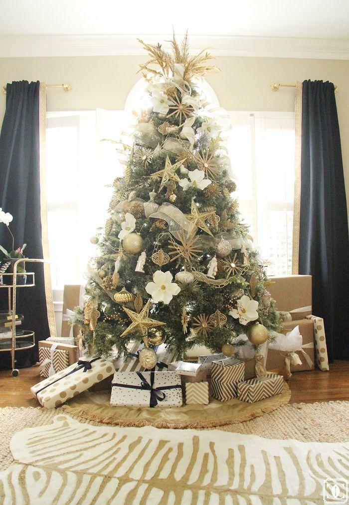 #Christmas Tree with #metallic accents via Charming in Charlotte www.charmingincharlotte.blogspot.com