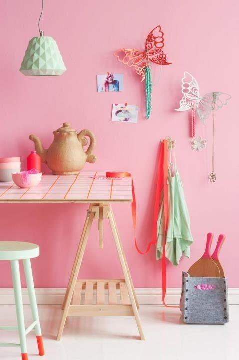 pink wall - roze muur - decoratie | Woonkamer idee | Pinterest ...