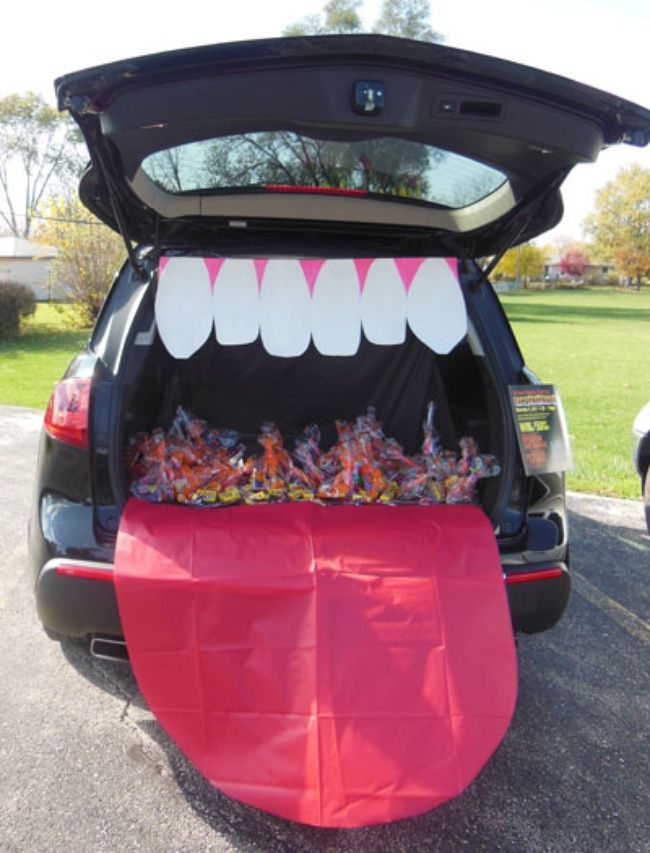trunk or treat oh well thats hillarious a tongue and teeth halloween decoration for the car
