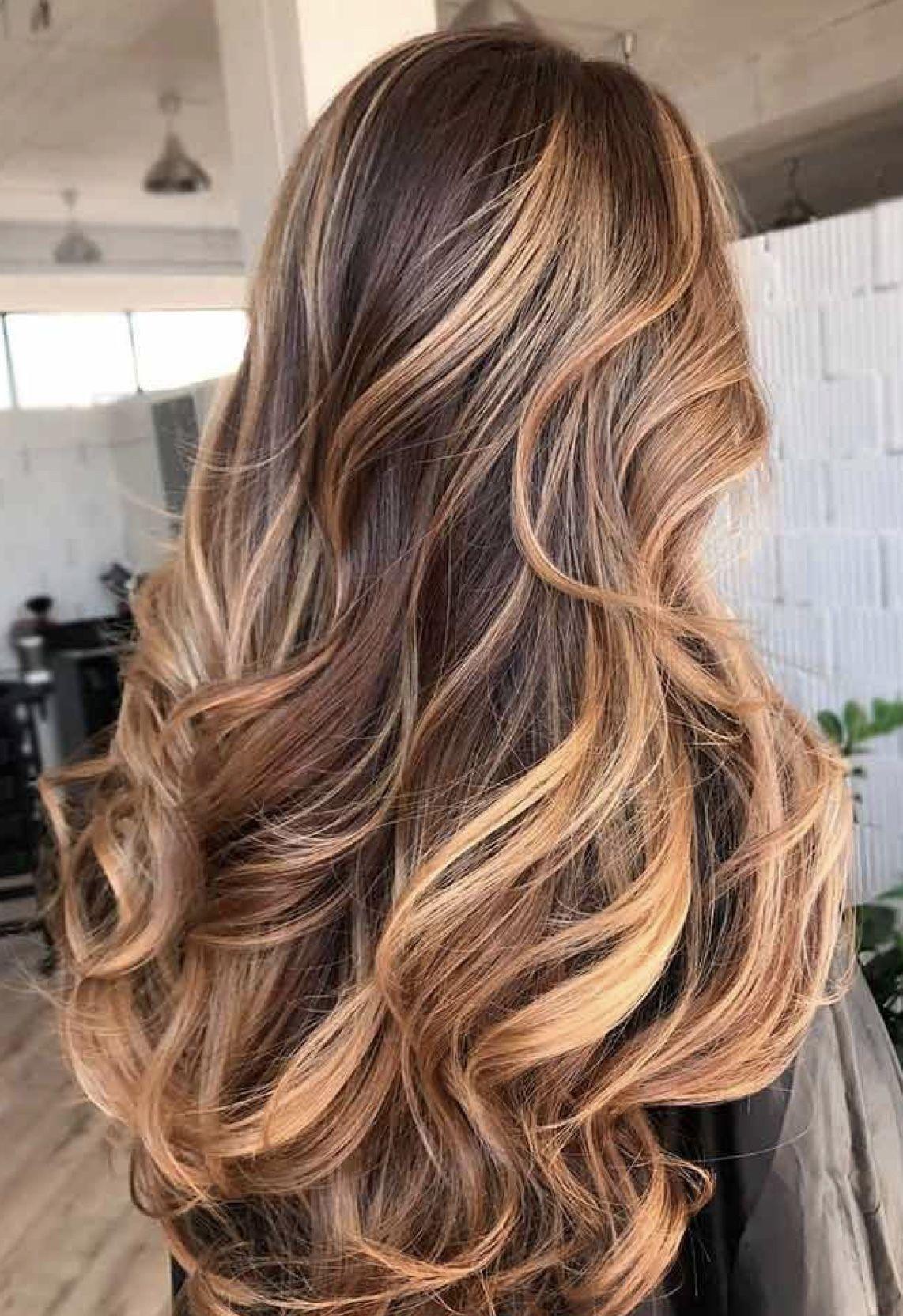 Balayage miel sur cheveux châtain foncé : idées pour s'inspirer #blondeombre