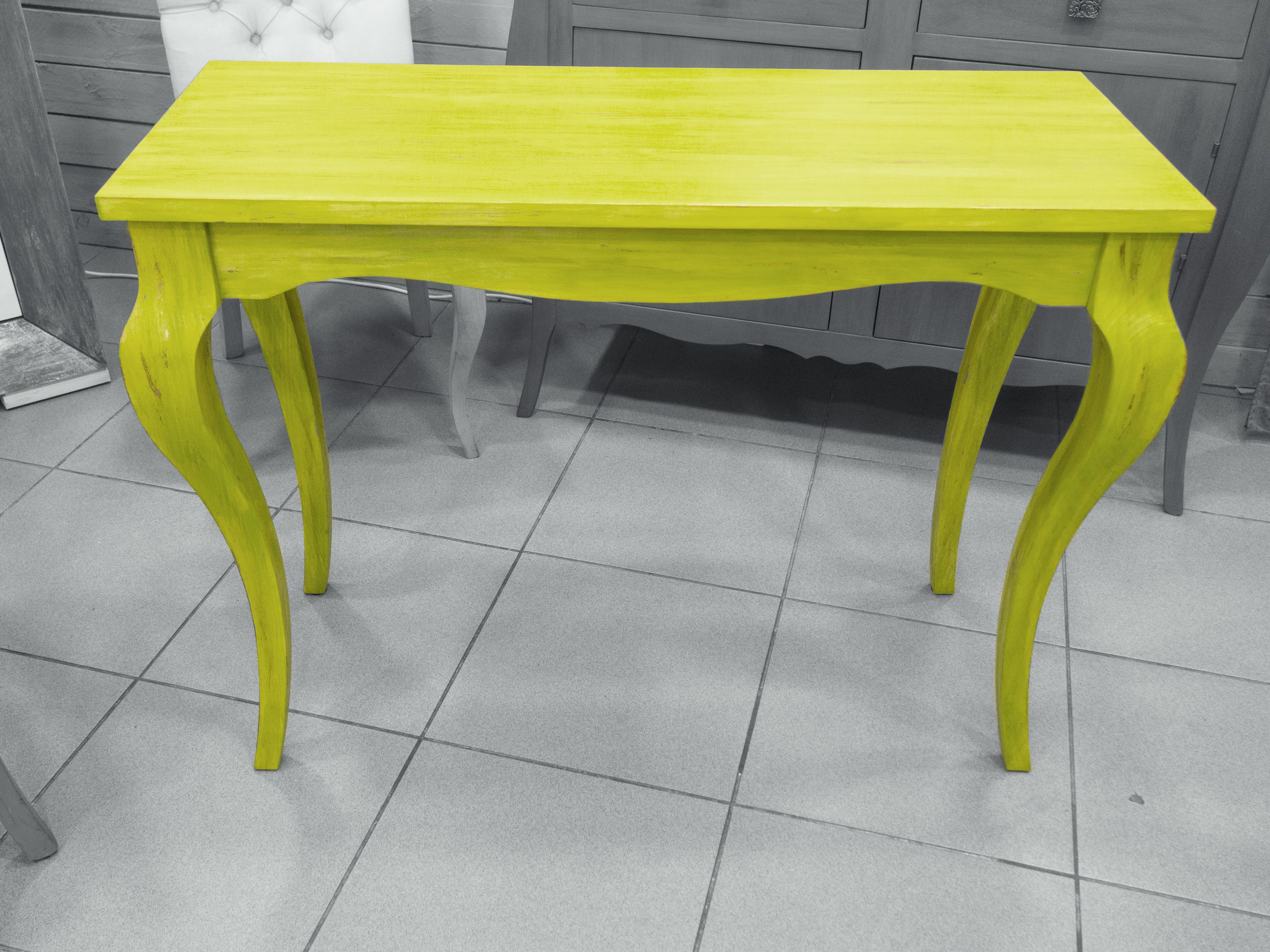 Mesa pintada a mano, en color verde pistacho, patina de pan de cobre ...