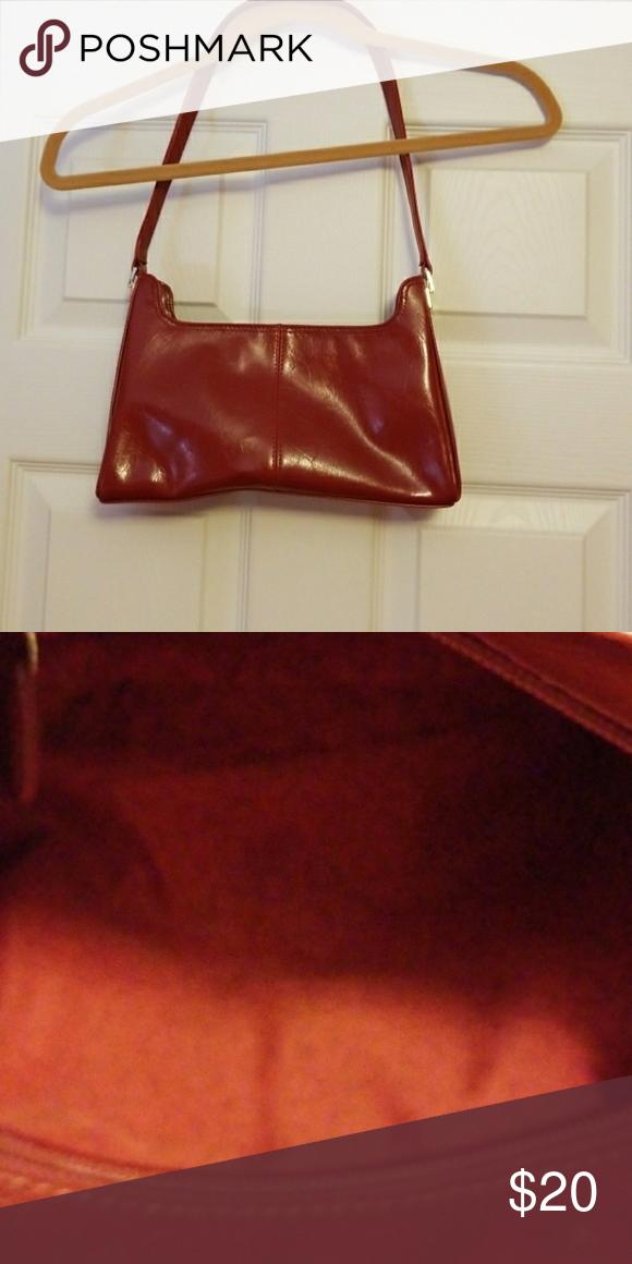 b6a0d32c3f8ab0 LIZ CLAIBORNE Pretty red handbag. BACKWALL ZIPPER. STRAP DROP 12