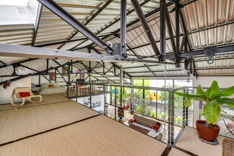 Loft Dans Un Ancien Garage Automobile A Roubaix Maisons Metalliques Garage Auto Architecture Industrielle