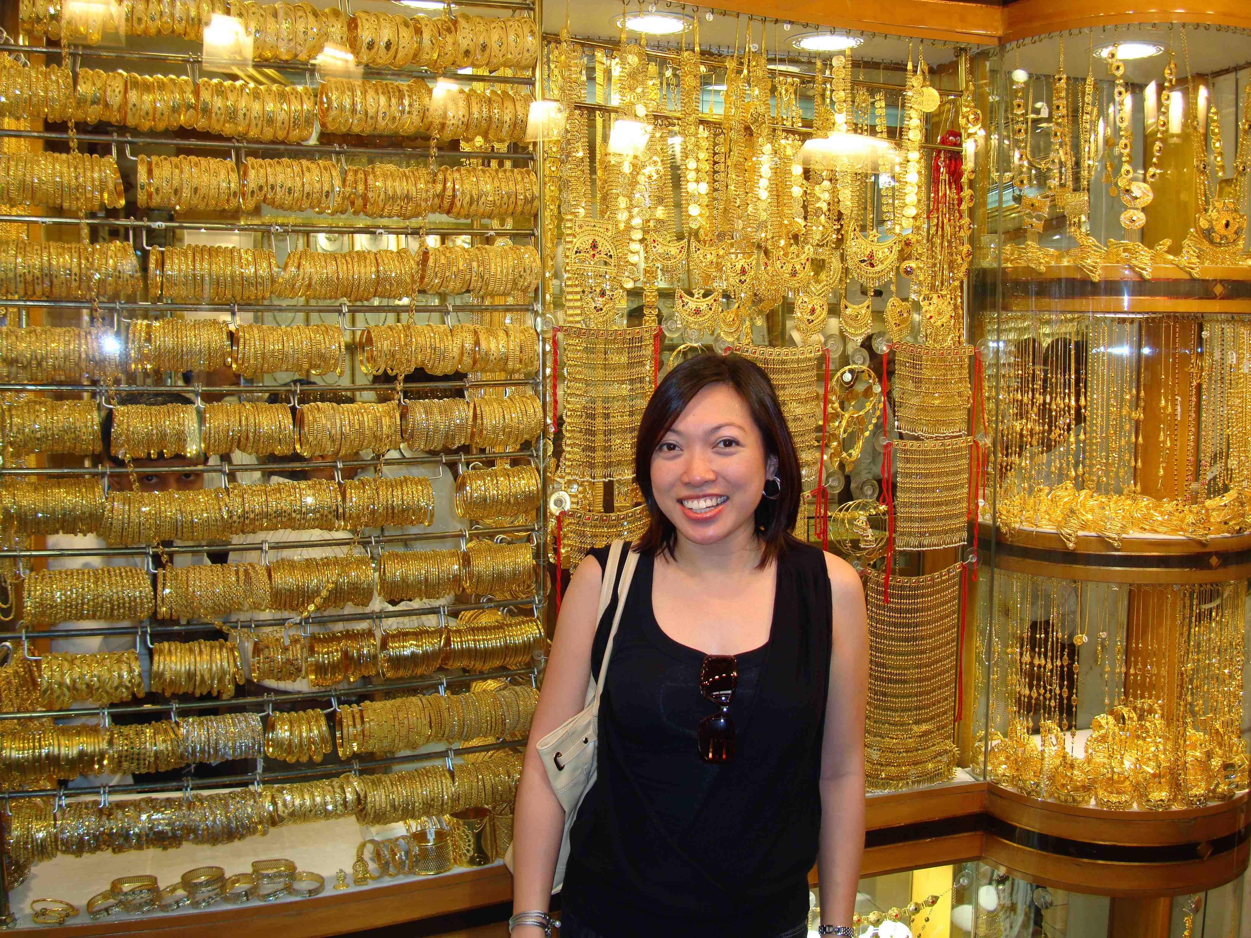 How Much Is 24k Gold Surrounded By So And Diamonds At The