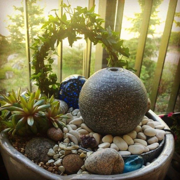 Zen asetelma parvekkeelle #Zen #käsintehty #käsityö #tunnelma #vesielementti #mehikasvi #seesteinen #madebybirgitta #kaunista kotiin