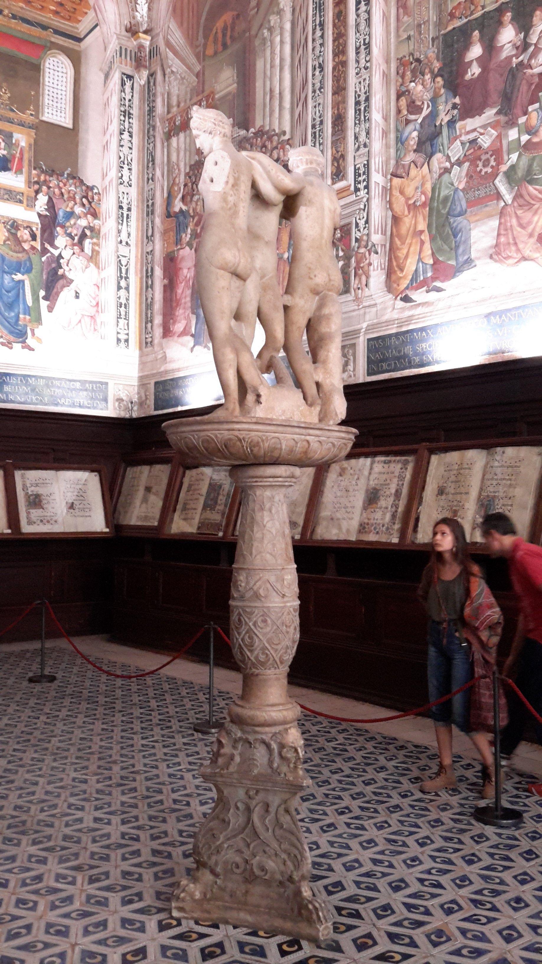 Duomo di Siena - Libreria - Le tre Grazie (copia romana antica di un originale ellenistico (IV-II secolo a.C.))