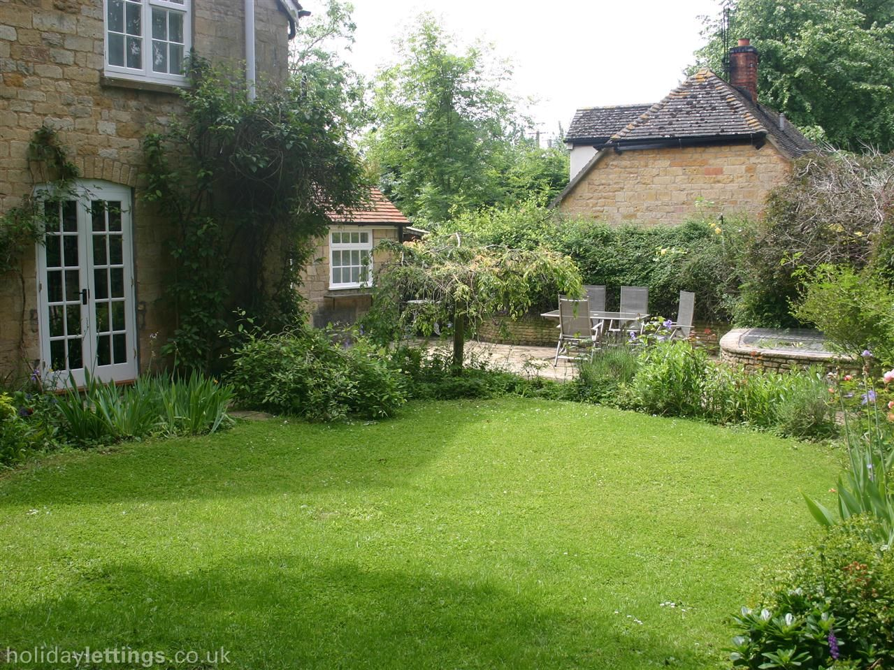 2 bedroom cottage in chipping campden to rent from 455 pw with log rh pinterest com
