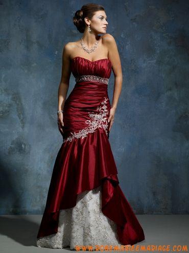 Robe Sirene En Satin Decoree De Plis Et De Broderies Robe De Mariee Rouge Red Wedding Dresses Red Bridesmaid Dresses Pretty Girl Dresses