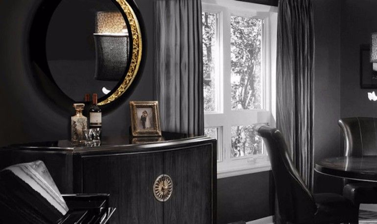 Dark Ring Mirror with Gold Interior for the Perfect Living Room | www.bocadolobo.com #bocadolobo #luxuryfurniture #exclusivedesign #interiodesign #designideas #mirrorideas #mirrordesign #mirror