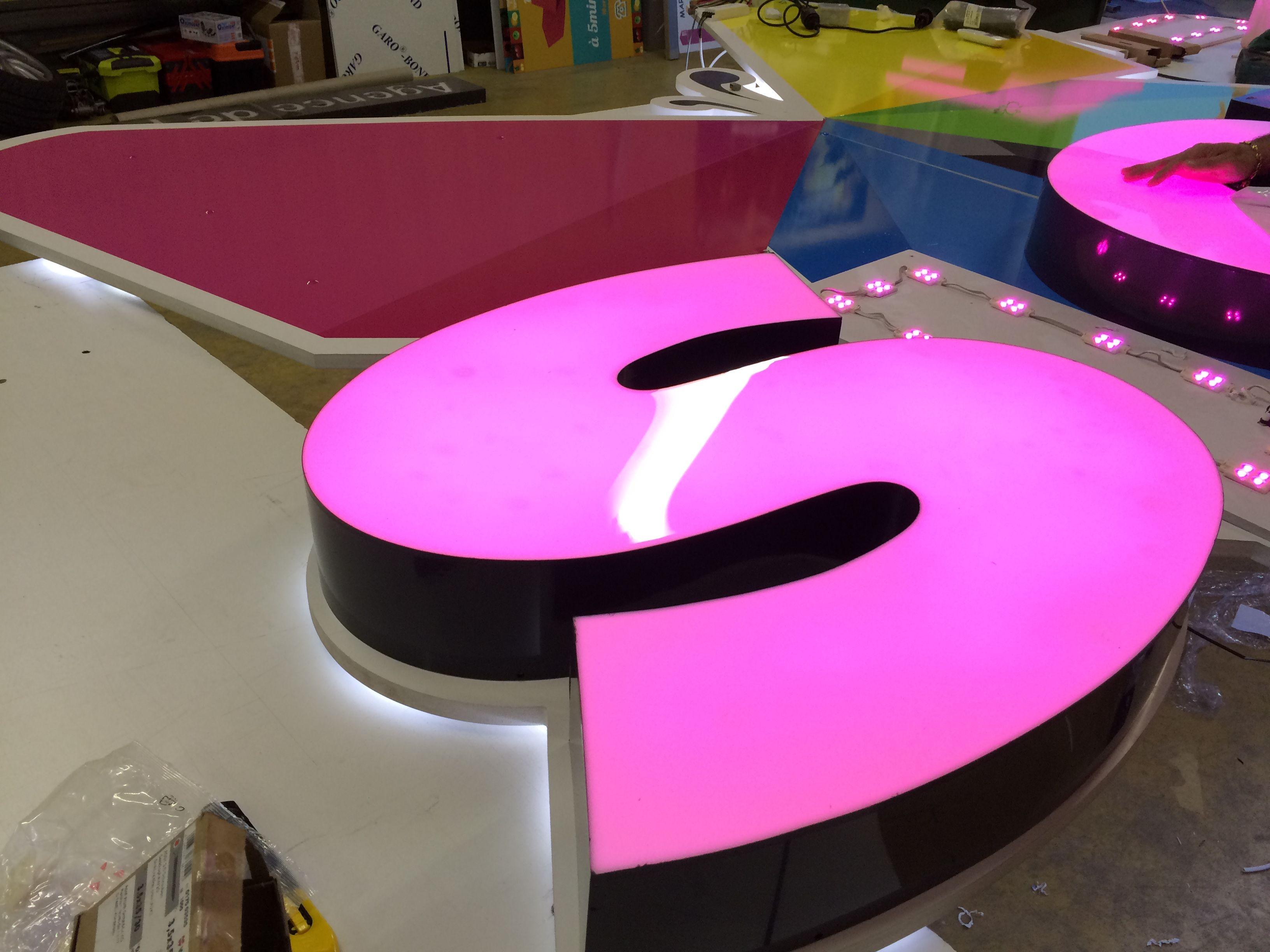 fabriquant de lettres lumineuse plexi marseille en lettre boitier lumineuse en plexi altuglass. Black Bedroom Furniture Sets. Home Design Ideas