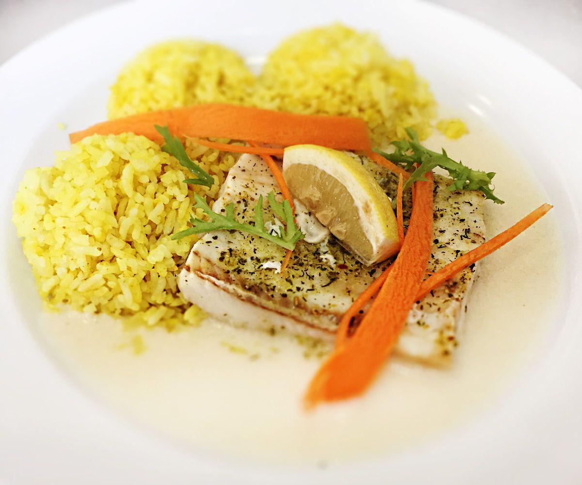 Denné menu Vranov | Grilované rybie filé preliate sladko-kyslým bešamelom a kari ryžou - reštaurácia Hotel Patriot*** #hotel #restauracia #dennemenu