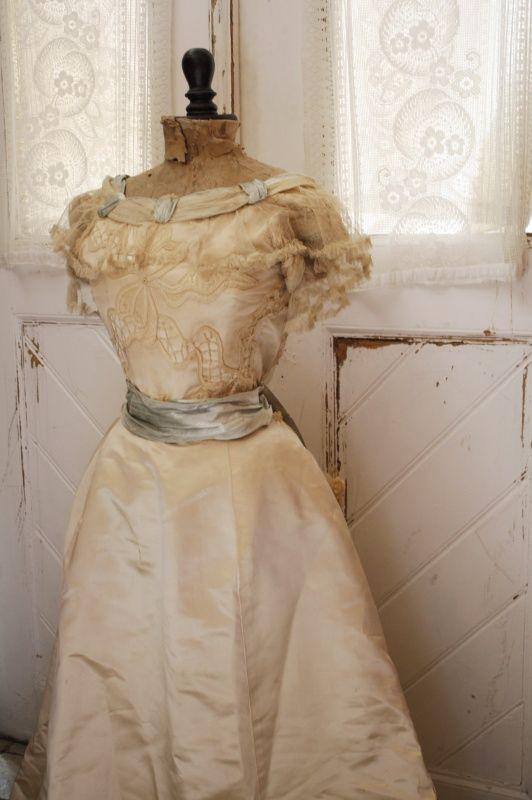 Antieke trouwjurk VERKOCHT