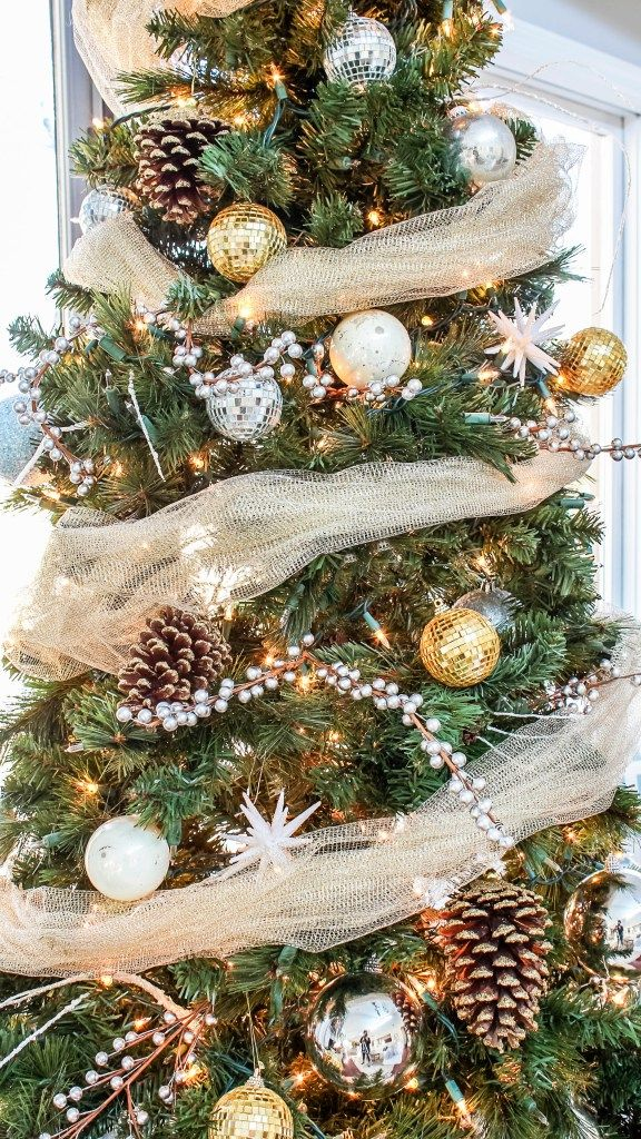 My Rustic Glam Christmas Tree From Cheap And Fake To Fabulous Decoracion Navidad Decoracion Rustica De Navidad Pinos De Navidad