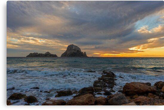 Lienzo de un dramático atardecer en Es Vedrá, Ibiza
