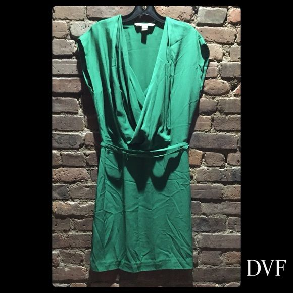 Diane von Furstenberg Green silk dress, size 10 Emerald green silk mini dress, loose crossover blouson bodice, cap sleeve, fitted skirt, self belt at hips. Fully lined. Diane von Furstenberg Dresses Mini