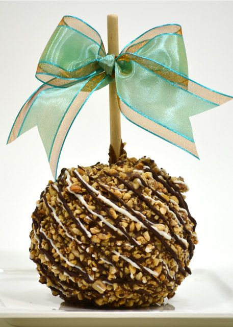 Snickers Chocolate Peanut Caramel Apple Etsy In 2021 Gourmet Candy Apples Gourmet Caramel Apples Chocolate Apples