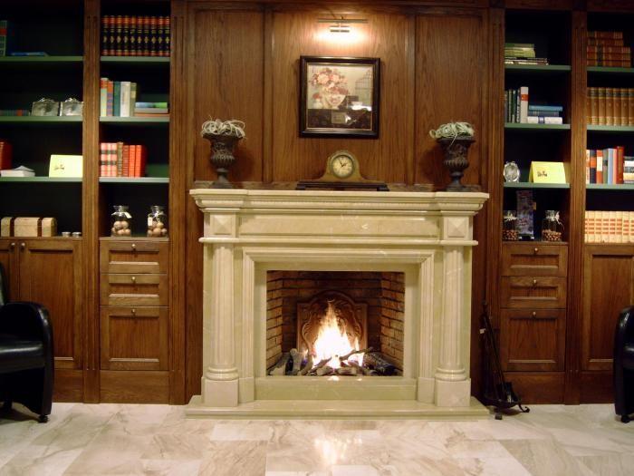 Klassieke inbouw haard in beige schouw met kaders en pilaren   Profires · inspiratie voor sfeerverwarming