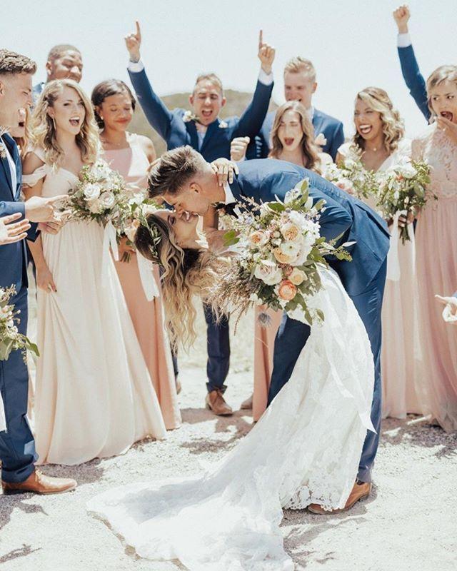 O amor é de tirar o fôlego mesmo 💙 📷 Kaylee Chelsea Photography #CasamentoNaPraia #CasamentoAoArLivre #Casamento #InspiraçõesDeCasamento #FotografiaDeCasamento Instagram Profile/Photo Credit: @icaseibr Source/Origem: https://www.instagram.com/p/BflQXaAlkGm/