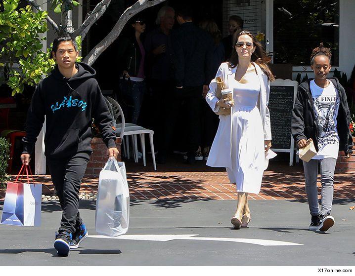 Angelina Jolie Takes Her Kids Shopping | TMZ.com