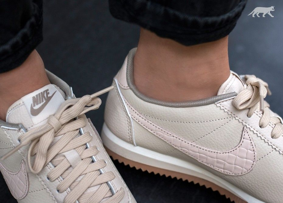 check out 3eae3 10d89 Nike Wmns Classic Cortez Leather Lux (Oatmeal   Oatmeal - Sail - Gum Medium  Brown