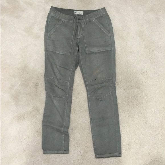 Free People Cargoish Olive Green Pants Like New Olive Green Cargo-Style Pant. In great condition! Free People Pants Skinny